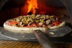 Pizza italienne fraîche Photographie stock