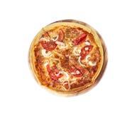 Pizza italienne savoureuse au-dessus de blanc Photos stock