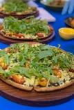 Pizza jest Włoskim restauracją który gotujący szefami kuchni jest popularny dookoła świata którym z sposobny robić naczyniom gotu Fotografia Stock
