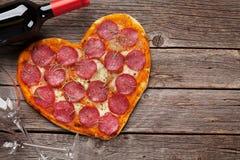 pizza kształtująca serca fotografia royalty free
