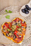 pizza kształtująca serca zdjęcia stock