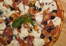 Pizza lista Fotos de archivo libres de regalías