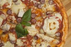Pizza lista Fotografía de archivo libre de regalías