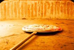 Pizza margherita Lizenzfreies Stockbild