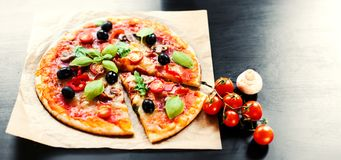Pizza Margherita, mozzarelli serowej pizzy zakończenie up Wyśmienicie ja Fotografia Stock