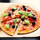 Pizza Margherita, mozzarelli serowej pizzy zakończenie up Wyśmienicie ja Fotografia Royalty Free