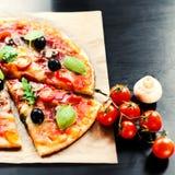Pizza Margherita, mozzarelli serowej pizzy zakończenie up Wyśmienicie ja Obrazy Royalty Free