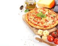 Pizza Margherita no fundo branco imagens de stock royalty free