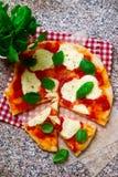 Pizza Margherita Odgórny widok Obraz Royalty Free