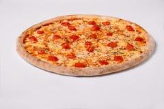 Pizza Margherita odizolowywający na bielu Zdjęcia Royalty Free