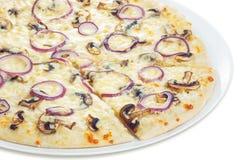 Pizza med champinjoncloseupen Fotografering för Bildbyråer