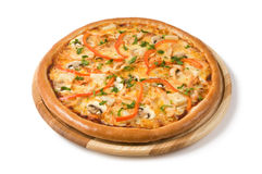 Pizza med champinjoner, сhicken och grönsaker Royaltyfria Foton