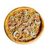 Pizza med champinjoner och skinkaisolaten royaltyfria foton