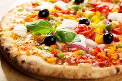 Pizza med grönsaker Royaltyfri Bild