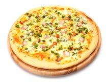 Pizza med höna och champinjoner Kicken metar beskådar Royaltyfria Foton
