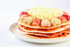 Pizza med jordgubben och ostar, s?t pizza royaltyfri fotografi