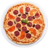 Pizza med salami och tomater Royaltyfria Bilder