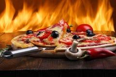 Pizza med ugnsbrand på bakgrund Royaltyfri Bild
