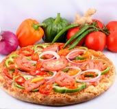 pizza met bovenste laagjes Royalty-vrije Stock Afbeelding