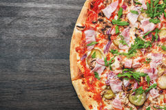 Pizza met exemplaarruimte Hoogste mening Royalty-vrije Stock Fotografie