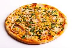 Pizza met ham en graan Stock Afbeeldingen