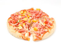 Pizza met ham en graanzaad op bovenkant Royalty-vrije Stock Afbeelding