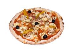 Pizza met ham, mozarella, peper, paddestoelen royalty-vrije stock afbeelding
