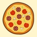 Pizza met worsttomaten en paddestoelen Stock Foto