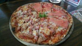 Pizza mezclada de los mariscos Foto de archivo libre de regalías