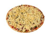 Pizza mit dem Speck und Gemüse, halb fertig Lizenzfreie Stockfotos