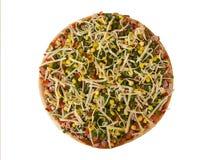 Pizza mit dem Speck und Gemüse, halb fertig Stockbilder