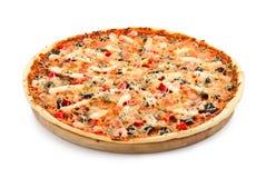 Pizza mit essbaren Meerestieren Stockfotos