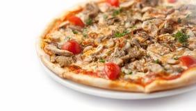 Pizza mit Fleisch und Kirsche Lizenzfreie Stockbilder