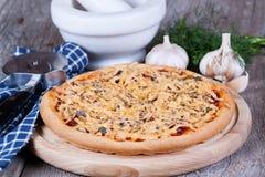 Pizza mit Käse Stockfoto