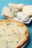Pizza mit Käse Stockfotografie