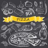 Pizza mit Satz Bestandteilen mit gelbem Band Lizenzfreie Stockfotos