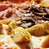 Pizza mit vier Jahreszeiten Lizenzfreies Stockfoto