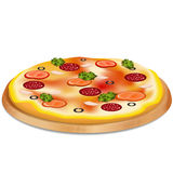 Pizza mit Wurst, Tomaten und Oliven Stockfotos