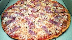 Pizza na caixa imagens de stock royalty free