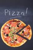 Pizza na chalkboard zdjęcia royalty free