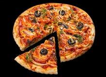 Pizza na czerni zdjęcie stock