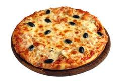 Pizza na drewnianym stojaku odizolowywającym na bielu zdjęcia stock