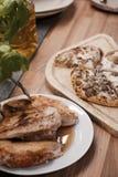 Pizza nella cucina Immagini Stock