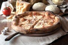Pizza Neopolitano royaltyfria bilder
