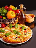 Pizza no preto Foto de Stock Royalty Free