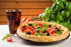 Pizza och cola Fotografering för Bildbyråer