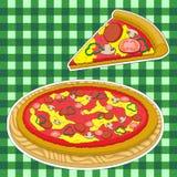 Pizza och en skiva av pizza på en grön caged bakgrund stock illustrationer