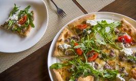 Pizza Odgórny widok, selekcyjna ostrość Zdjęcie Stock