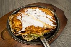 Pizza Okonomiyaki japansk för varm platta Arkivfoto