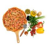 Pizza op de witte lijst Stock Afbeelding